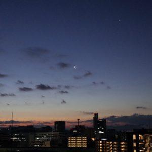 日の出、三日月